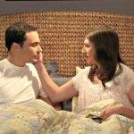 jim-parsons-mayim-bialik-the-big-bang-theory-sex-bedroom-w724